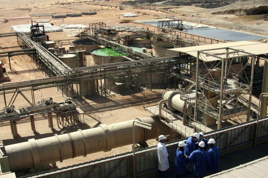 Stambios naftos, dujų gavybos ir kasybos bei medienos ruošos bendroves turės paviešinti visas 100 tūkst. eurų viršijančias įmokas valdžios institucijoms, sumokėtas plėtojant gavybos ar kasybos projektus ©Belga/AFP/P.Verdy