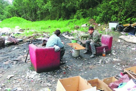 Pelningas atliekų verslas traukia ne tik benamius. Petro Malūko nuotr.