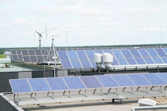Praėjusios kadencijos Seimas kartu su tuomečiu energetikos ministru Arvydu Sekmoku priešakyje buvo pradėję saulės energijos elektrinių skatinimo politiką. Petro Malūko nuotr.